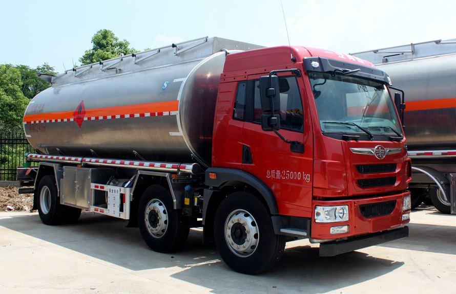 解放悍V小三轴22吨铝合金油罐车右侧图片
