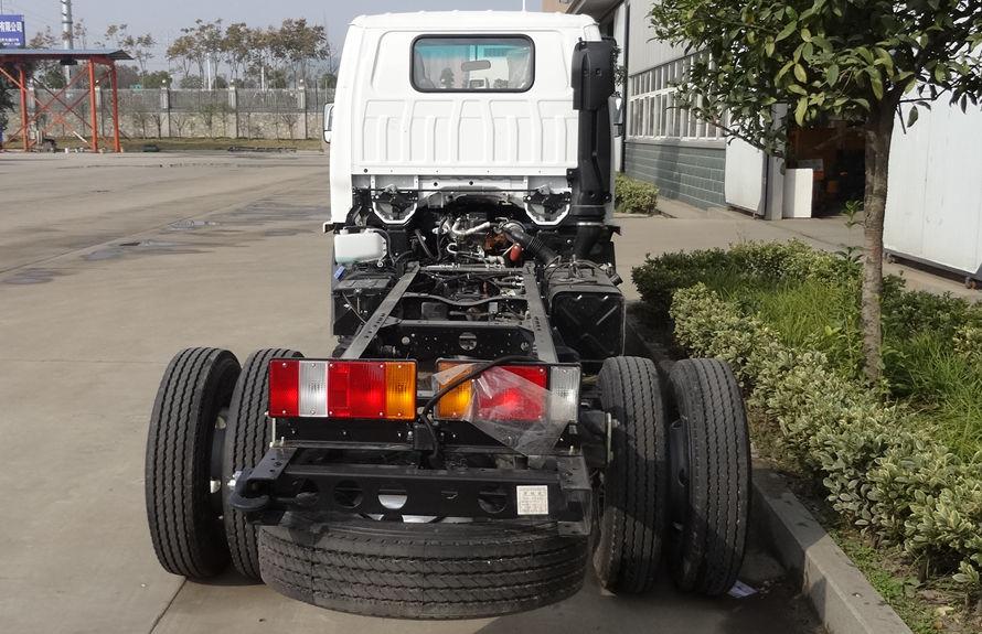 五十铃小型吸尘车底盘图片(正尾部)