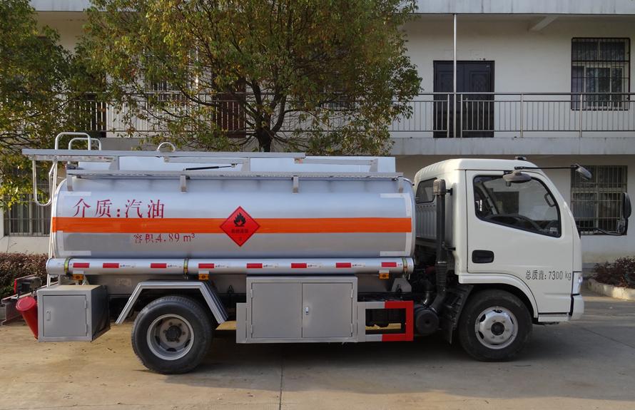 东风5吨油罐车正侧面