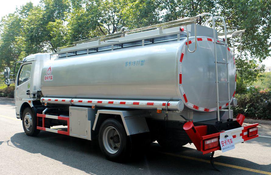 东风8吨油罐车车尾向右图片