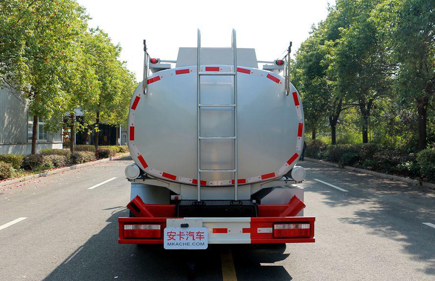 东风8吨油罐车正车尾图片