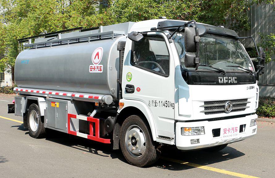东风8吨油罐车右侧图片