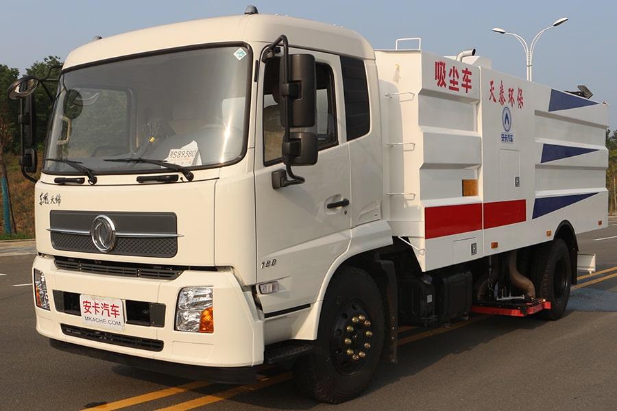 东风天锦吸尘车图片(车头向左前45度)