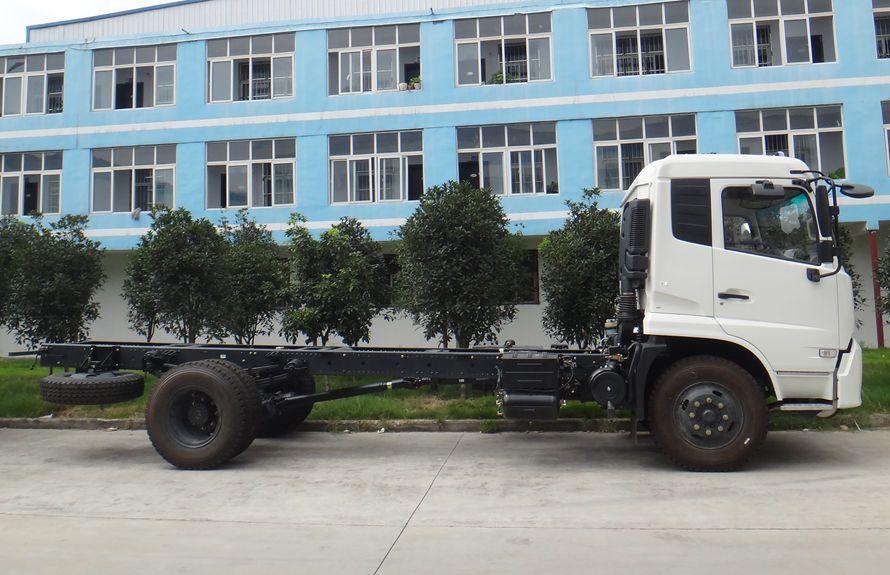 东风天锦吸尘车底盘展示(车头向右正侧)