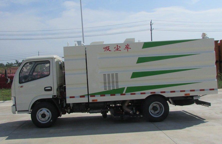 东风多利卡小型吸尘车图片(车头向左正侧)
