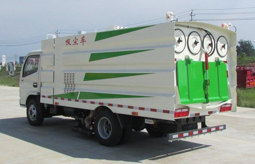 东风多利卡小型吸尘车图片(车头向左后45度)