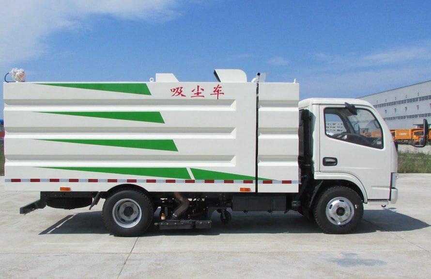东风多利卡小型吸尘车图片(车头向右正侧)