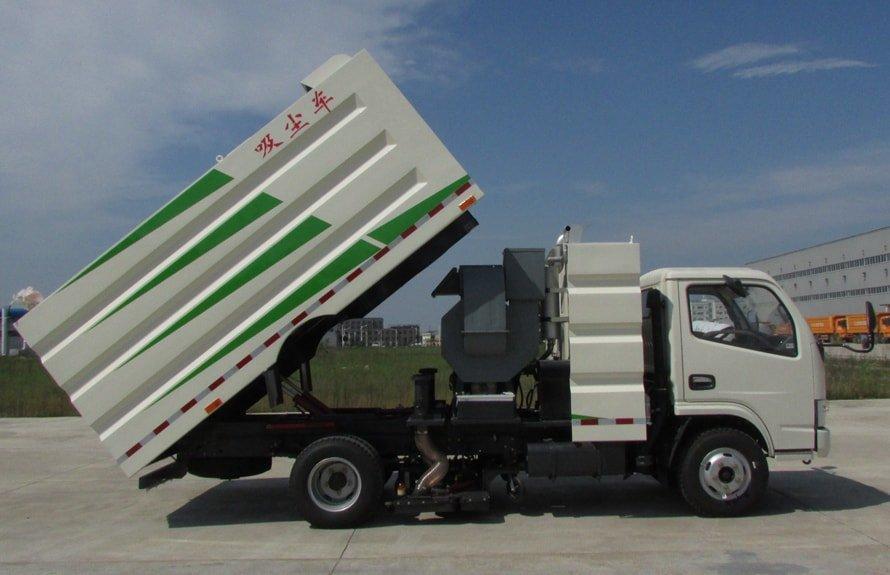 东风多利卡小型吸尘车图片(车头向右大箱升起状态)