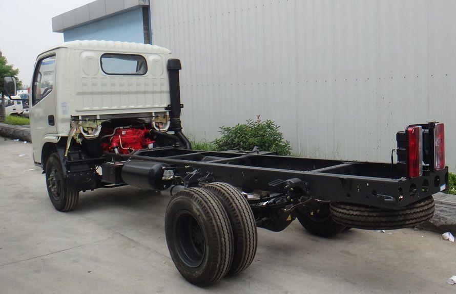东风多利卡小型吸尘车底盘图片(车头向左后45度)