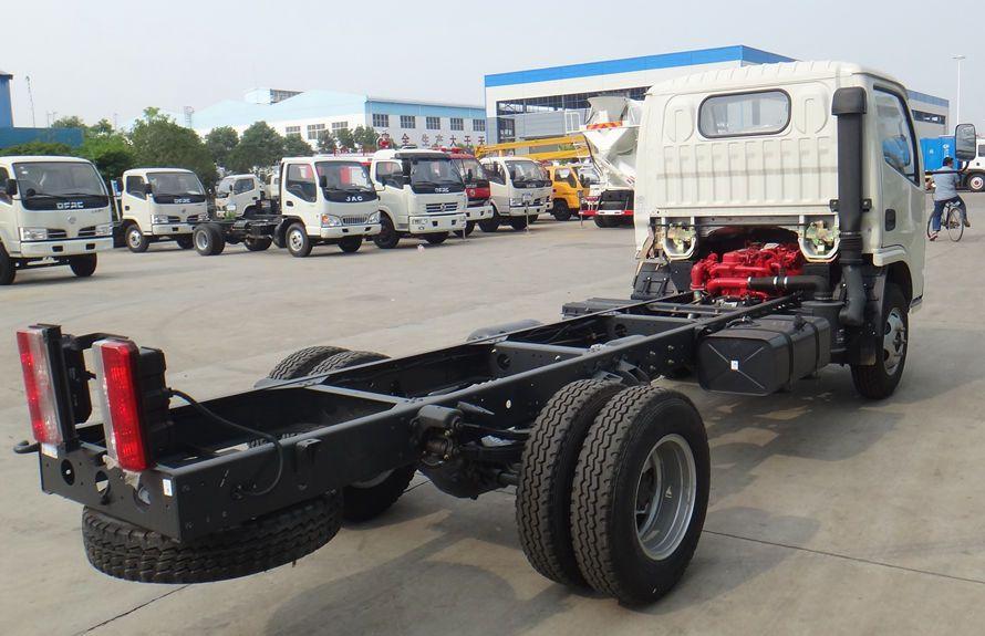 东风多利卡小型吸尘车底盘图片(车头向右后45度)