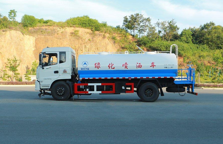 东风御虎13吨洒水车正侧图片展示