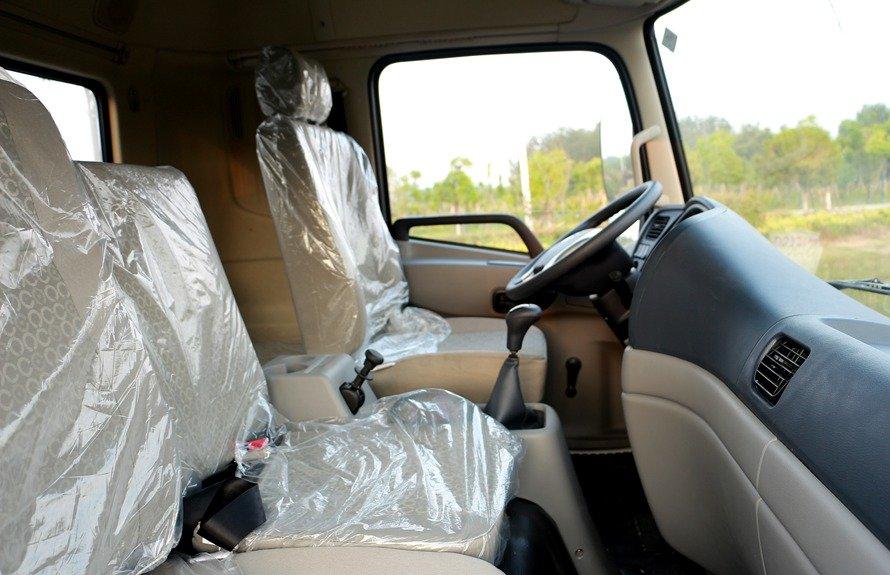 东风御虎13吨洒水车驾驶室座位图片展示