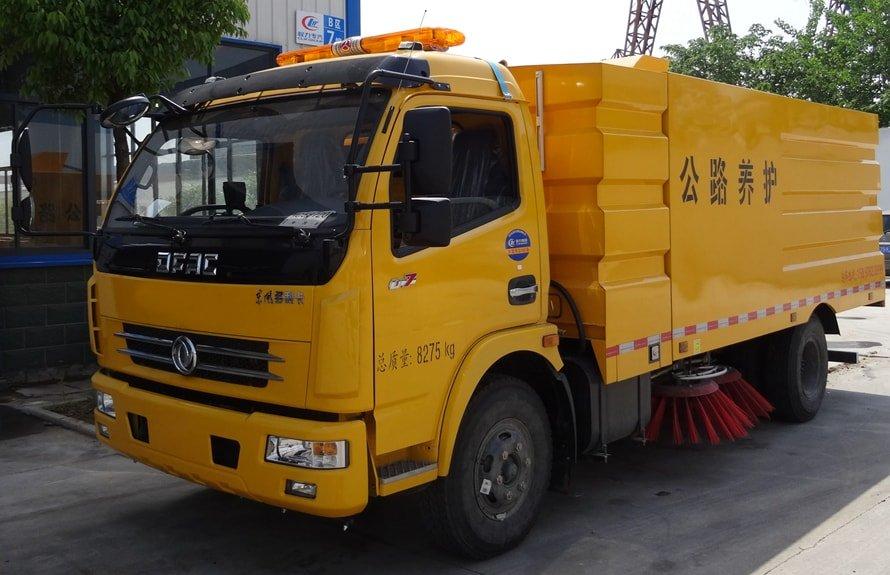 东风5吨扫路车图片(车头向左前45度)