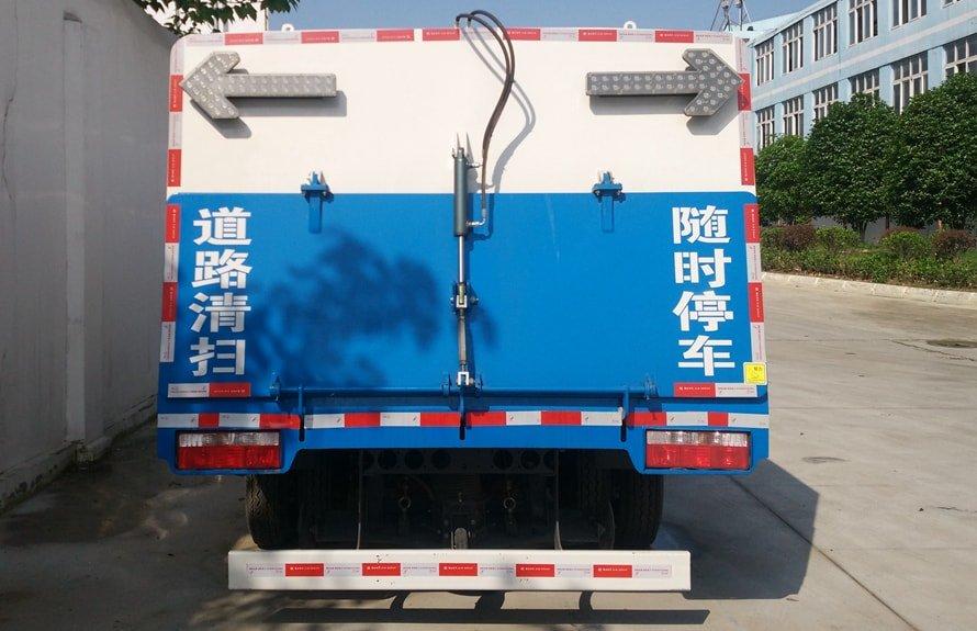 东风5吨扫路车图片(一体式后尾门)