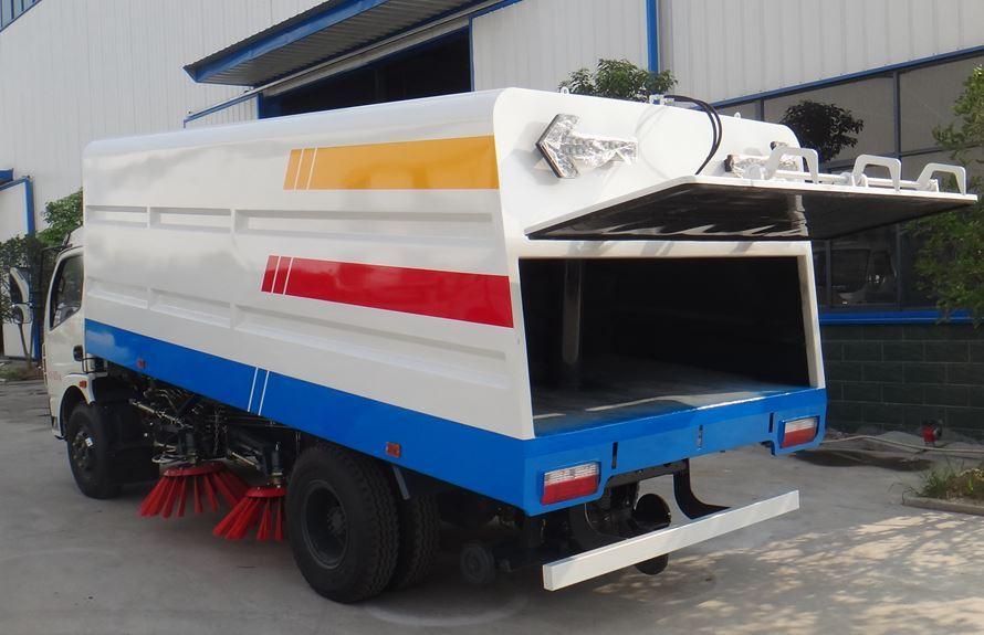 东风5吨扫路车图片(一体式车头向左后45度)