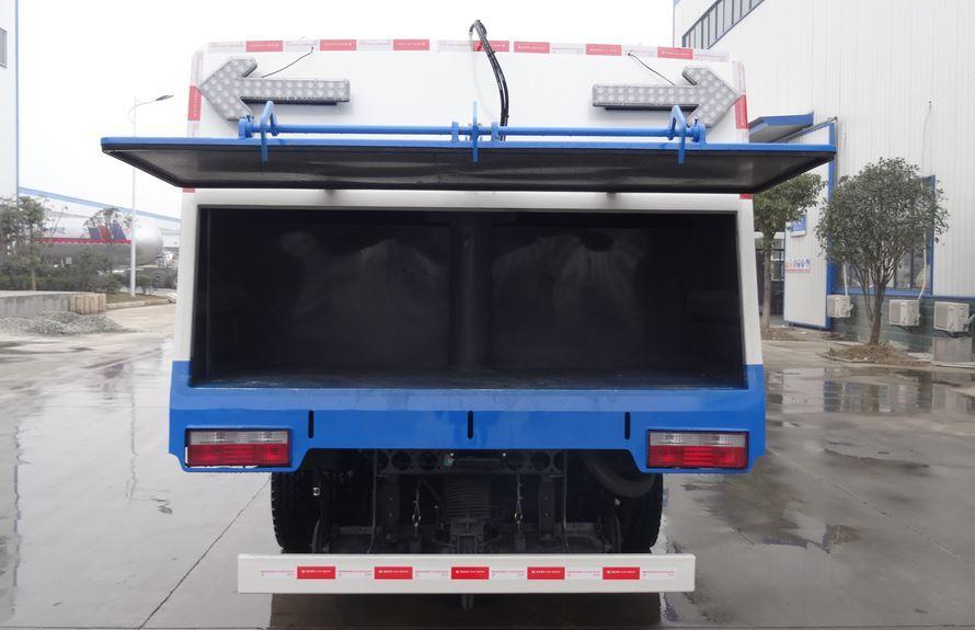 东风5吨扫路车图片(一体式垃圾箱结构)