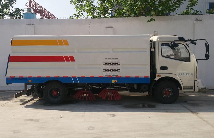 东风5吨扫路车图片(一体式车头向右正侧)