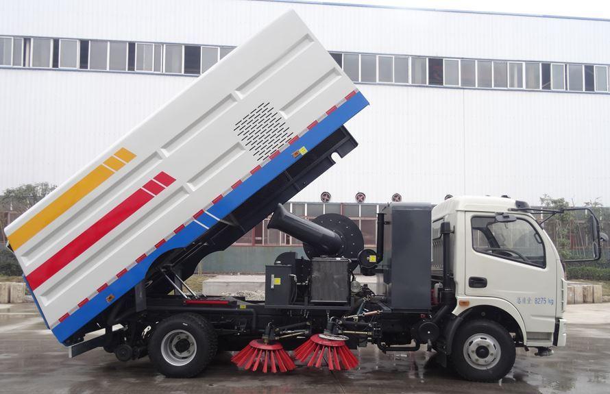 东风5吨扫路车图片(一体式车头向右大箱升起状态)