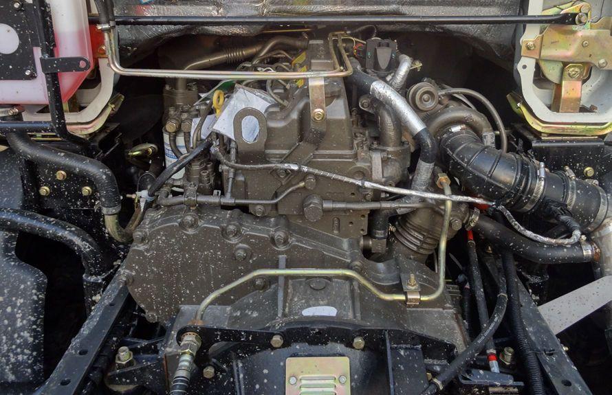 东风5吨扫路车底盘玉柴发动机