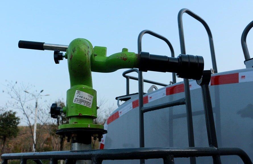 新款5吨洒水车绿化高炮图片展示