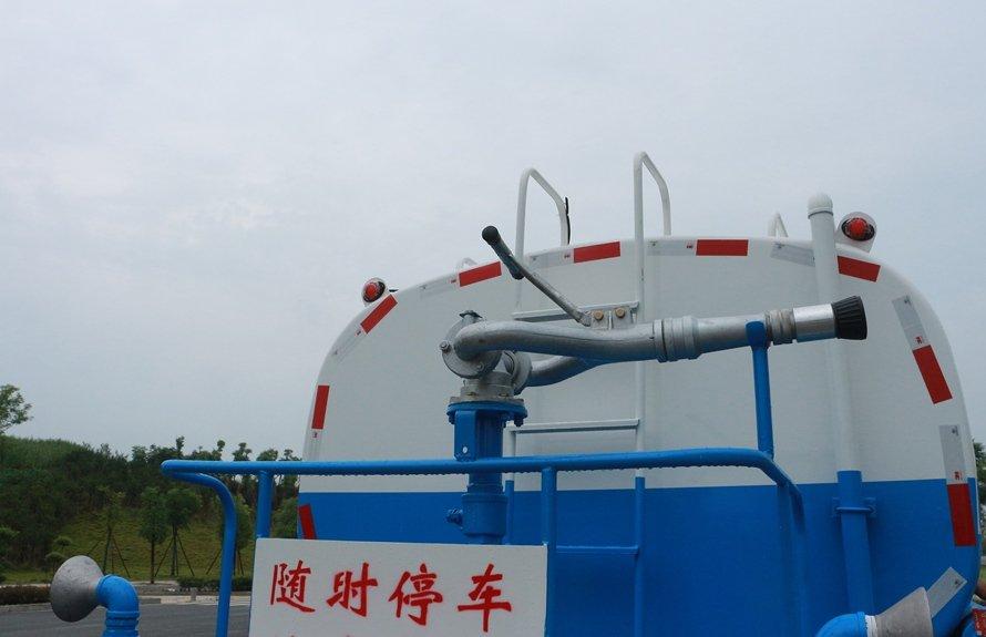 大运5吨洒水车绿化高炮图片