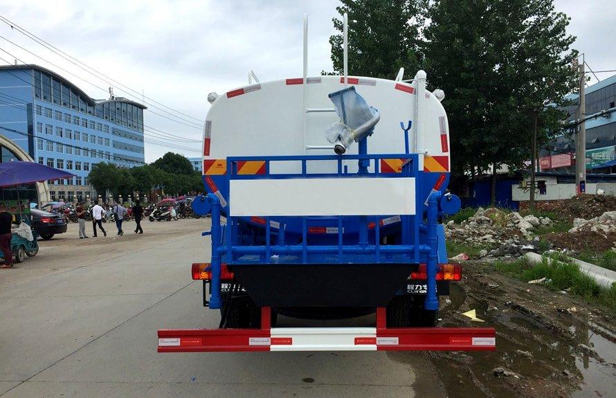 解放12吨洒水车正后图片