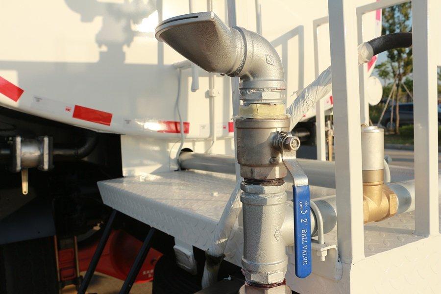 东风D9 14吨洒水车侧喷图片
