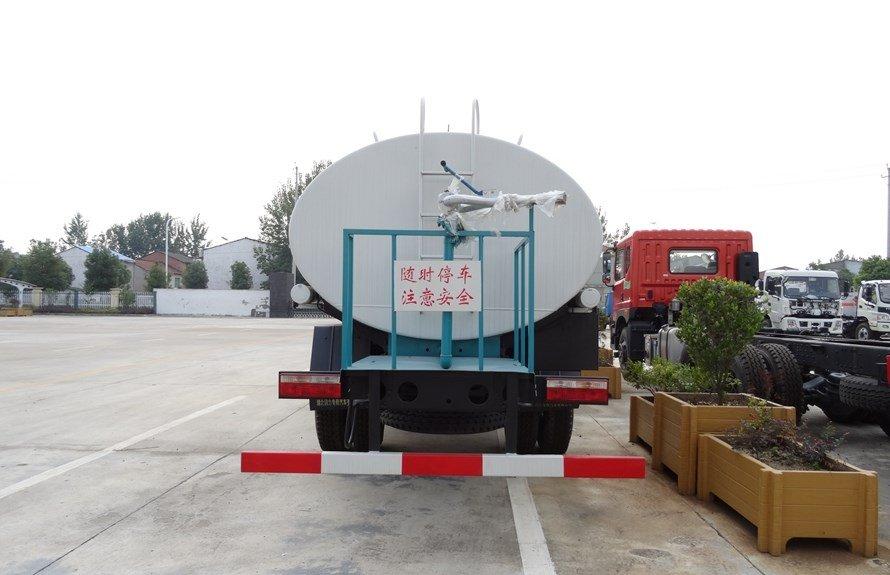 东风小三轴18吨洒水车正后图片