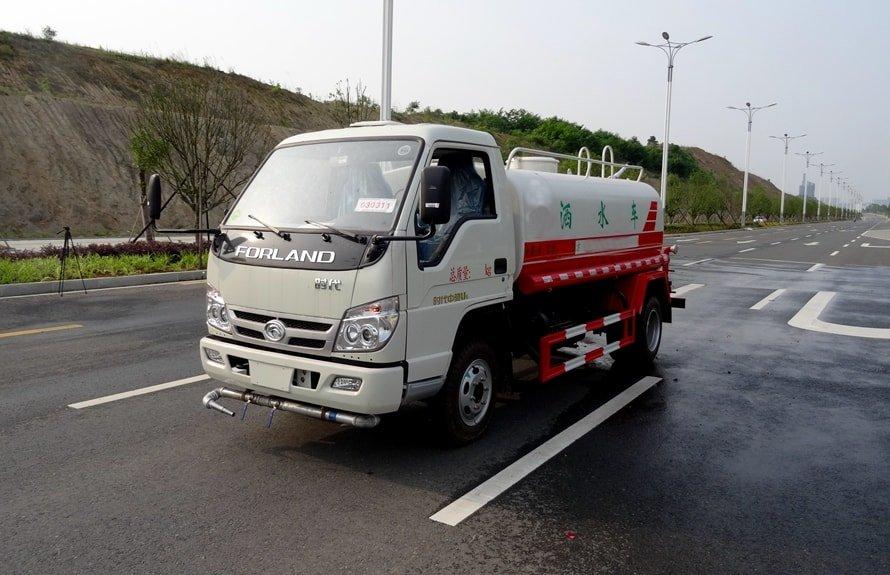福田时代3吨洒水车斜前图片