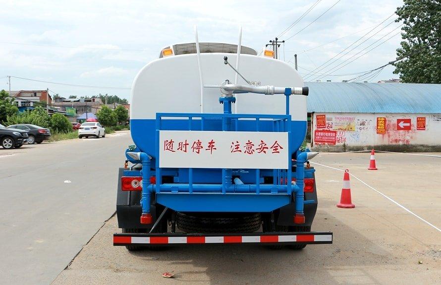 福田欧马可5吨洒水车正后图片