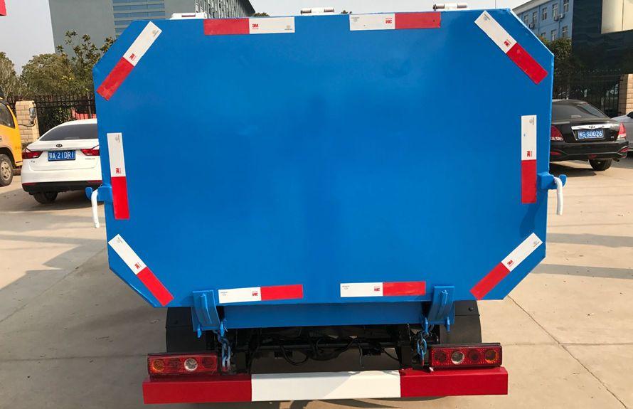 凯马3方挂桶式垃圾车整车外观4
