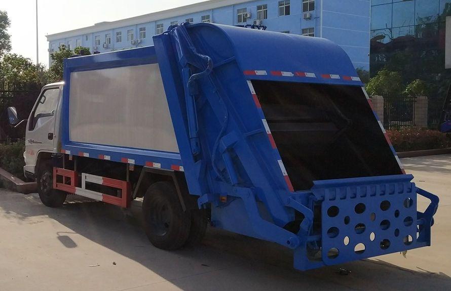 江铃6方压缩式垃圾车整车外观3