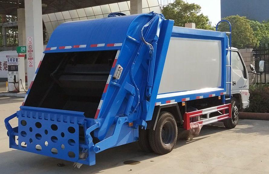 江铃6方压缩式垃圾车整车外观5