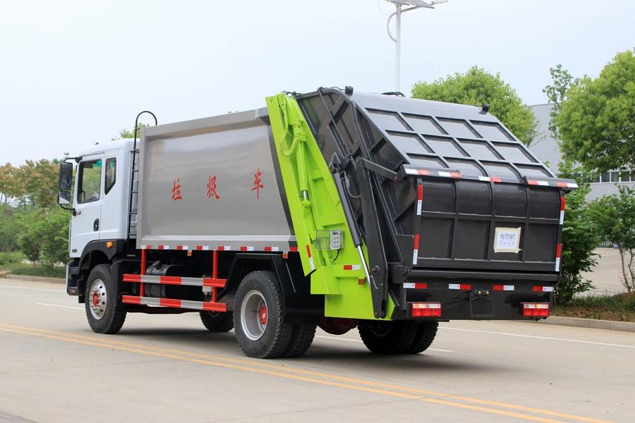 东风12方压缩式垃圾车整车外观3