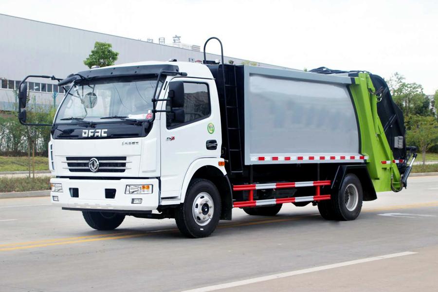 东风5吨压缩式垃圾车图片(车头向左前45度)