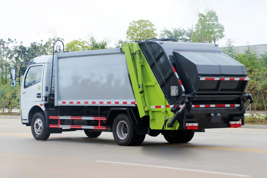 东风5吨压缩式垃圾车图片(车头向左后45度)