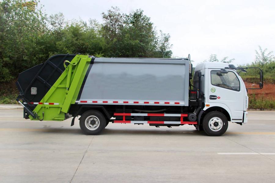 东风5吨压缩式垃圾车图片(车头向右正侧)