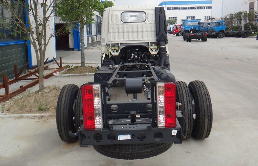 东风3吨压缩式垃圾车底盘图片(正后)