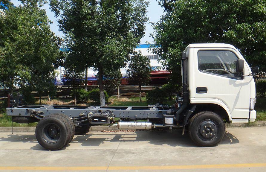 东风3吨压缩式垃圾车底盘图片(车头向右正侧)