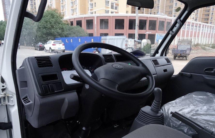 江铃顺达4.2米冷藏车驾驶室图片
