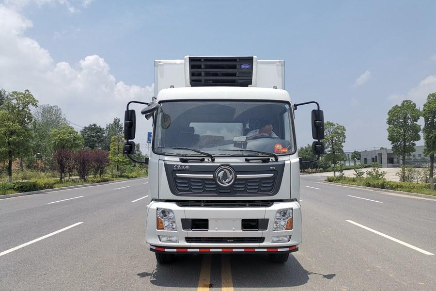 东风天锦7.4米冷藏车正前图片