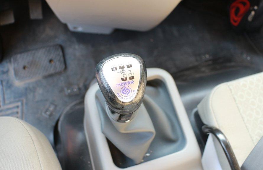 东风天锦7.4米冷藏车小八档变速箱图片