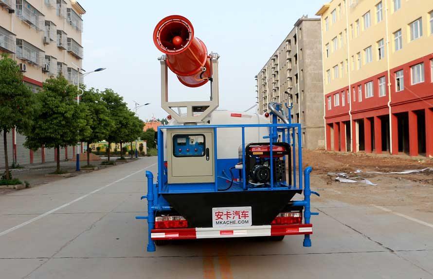 东风5吨雾炮车后侧图片