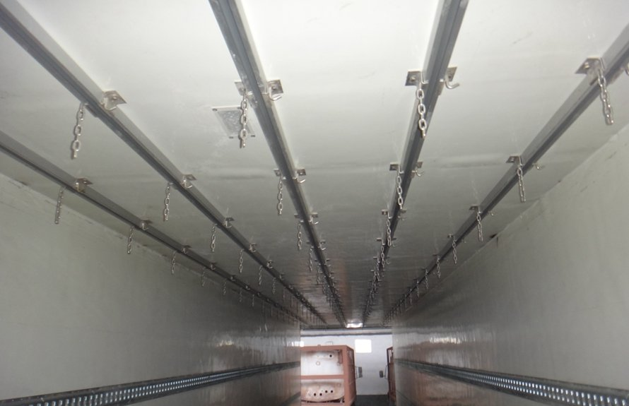 13.8米半挂冷藏车厢体内图片