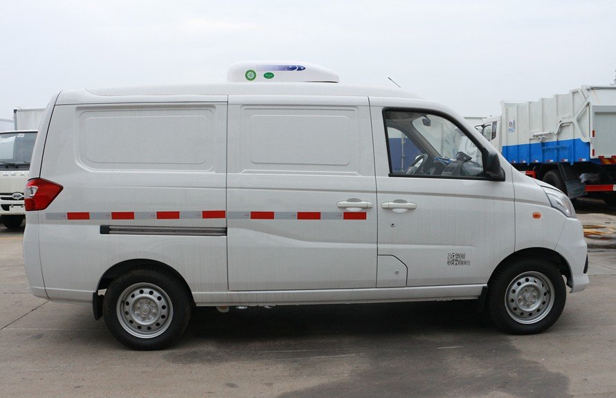 福田奥铃T3面包冷藏车正侧图片
