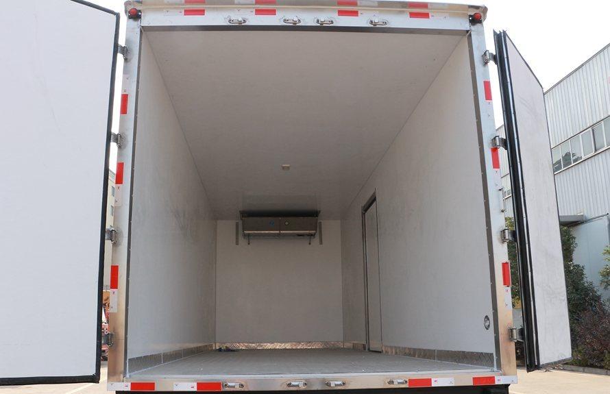 东风多利卡D9-6.8米冷藏车厢体图片