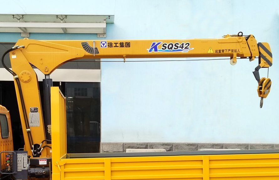 东风2吨小型随车吊直臂吊机图片