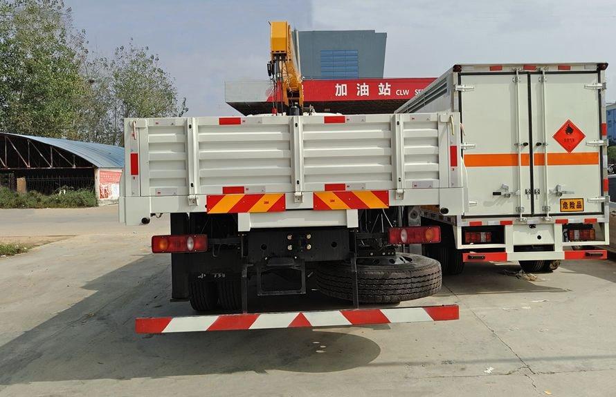 东风天锦8吨随车吊正车尾图片