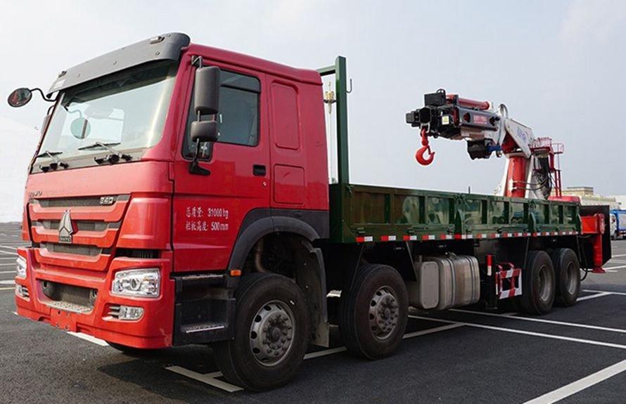 25吨大型随车吊左侧45度图片