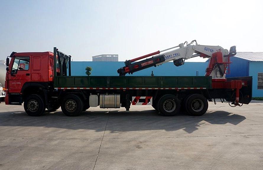 25吨大型随车吊正侧图片